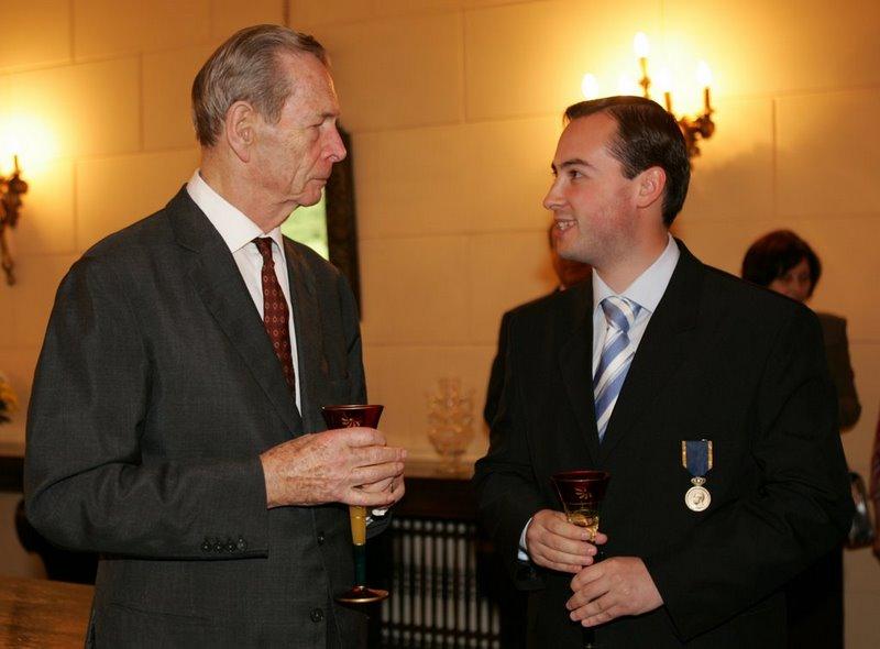 Cu Regele Mihai, povestindu-i despre bunicul meu, care a luptat sub sceptrul sau. 10 mai 2008.