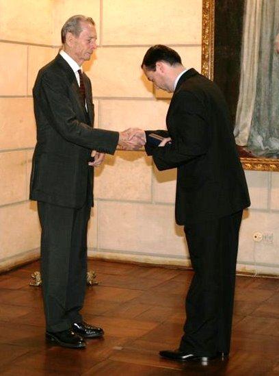 Primind Medalia Regele Mihai I pentru Loialitate, 10 mai 2008, Palatul Elisabeta.